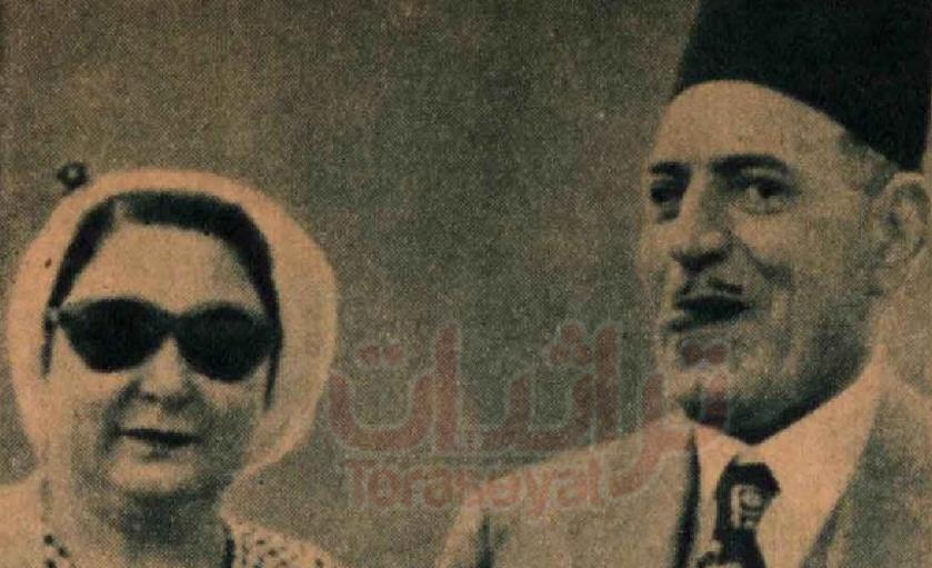 النحاس باشا مع زوجته ويخرج لسانه