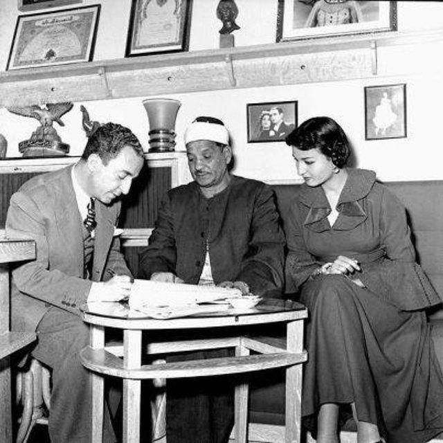 نعيمة عاكف والمخرج حسين فوزى وعقد قرانهم سنة 1953