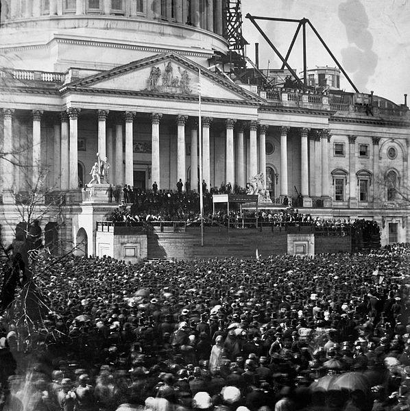 تتويج لنكولن عند مدخل الكونجرس