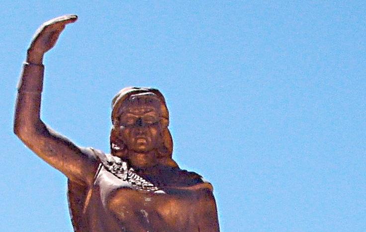 تمثال الكاهنة ديهيا في مدينة خنشلة الجزائرية