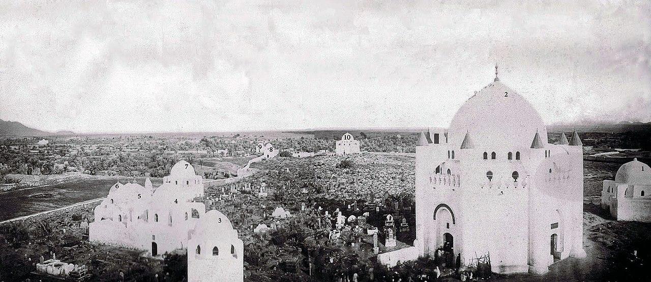 البقيع قبل هدم القباب التي كانت مبنية على القبور.