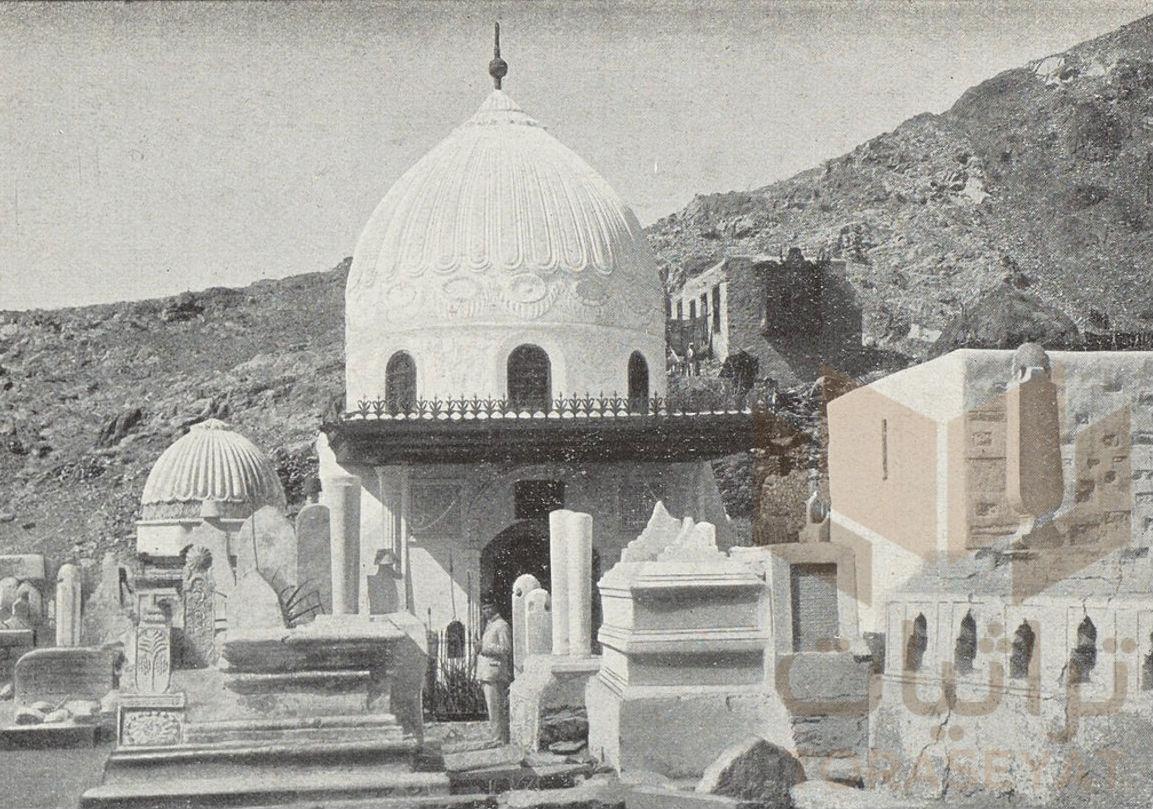 قبة السيدة خديجة وبداخلها قبرها
