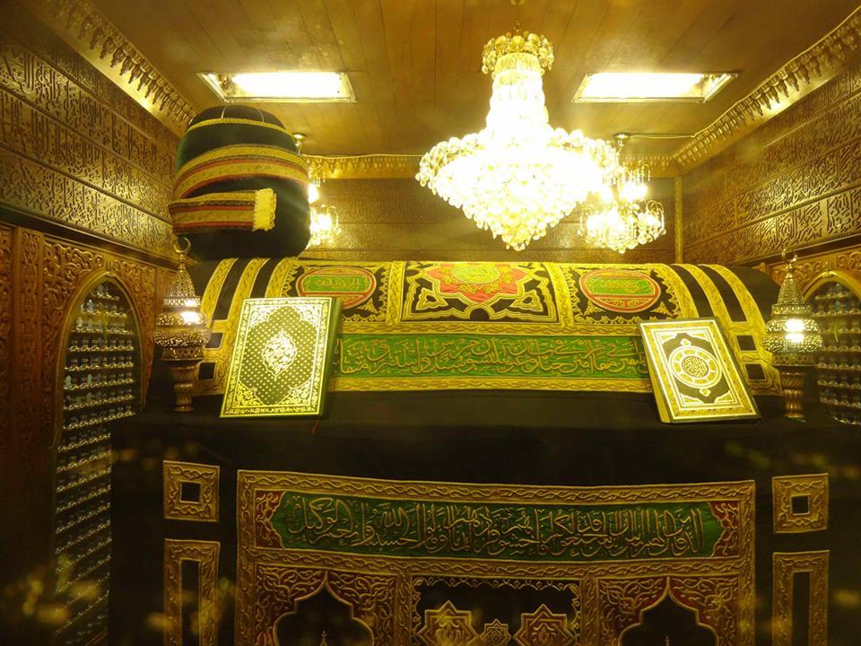 مقام الإمام الحسين من داخل مسجده في مصر