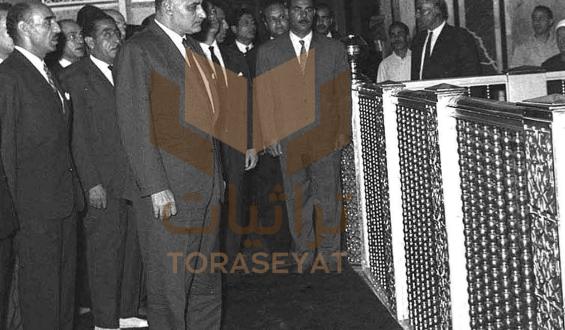 جمال عبدالناصر عند ضريح الحسين باحتفال المولد النبوي بعد النكسة في 19 يونيو عام 1967م