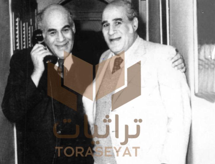 علي أمين وهو يحتضن شقيقه مصطفى أمين بعد خروجه من السجن بتهمة التجسس