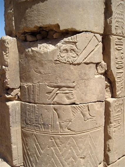 رسمة الإله بس على جدران دندرة