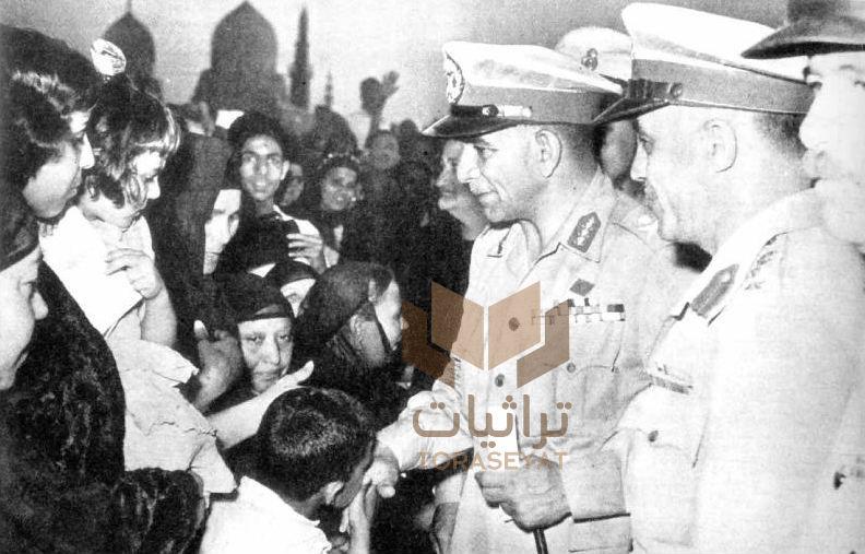الرئيس محمد نجيب يلتقي أسر الشهداء