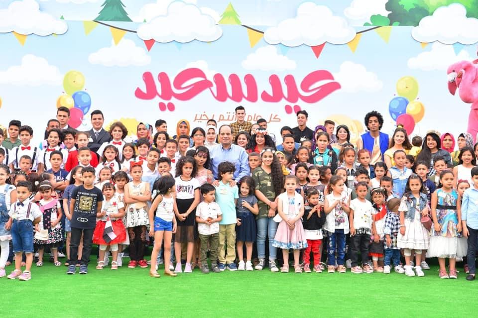السيسي مع أطفال أسر الشهداء يوم العيد