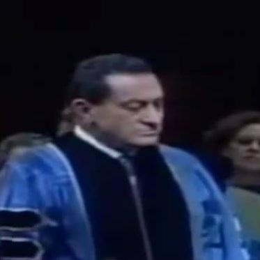منح مبارك الدكتوراة الفخرية من أمريكا