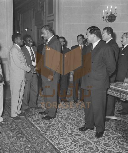 جمال عبدالناصر مع أعضاء اللجنة التحضيرية لمؤتمر الشباب الآسيوي الأفريقي