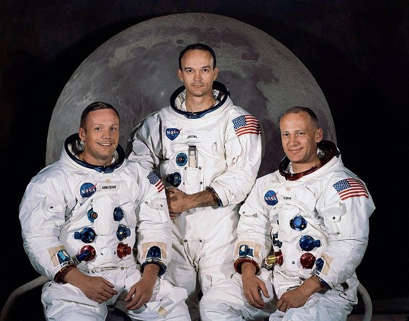 طاقم رحلة الهبوط إلى القمر