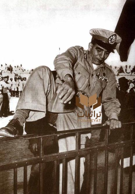 محمد نجيب يستعرض لياقته في تخطي الحواجز بأسبوع الشباب