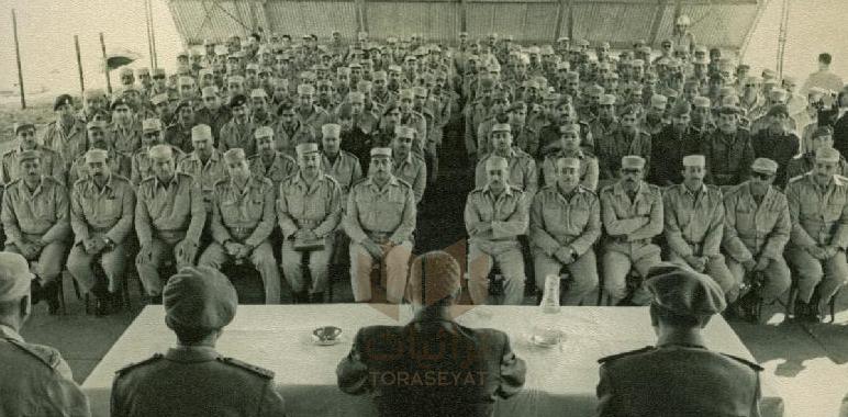 جمال عبدالناصر مع قيادات الجيش