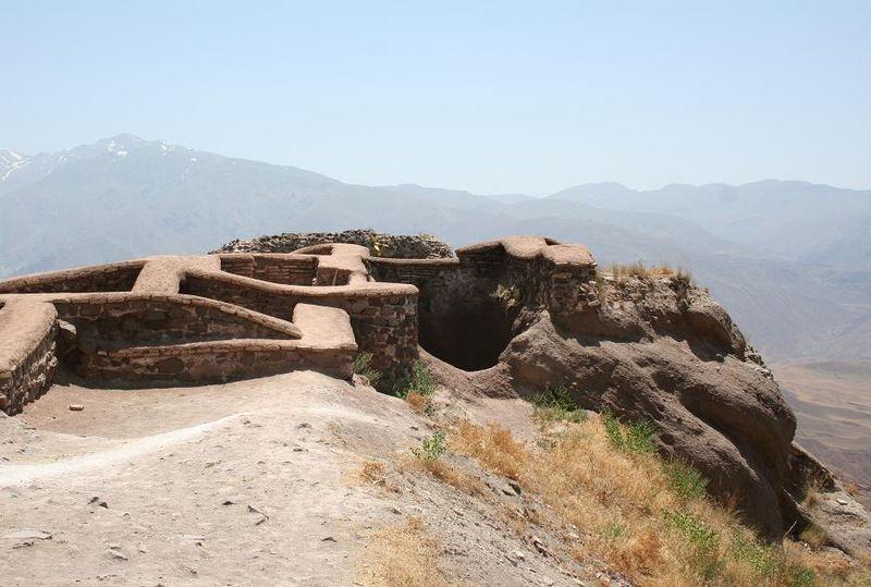 بقايا قلعة ألموت الحشاشية في إيران