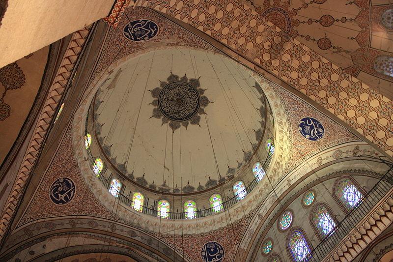 قبة مسجد بايزيد الثاني حيث دفن