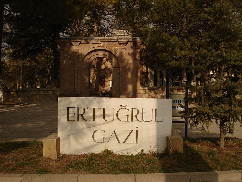 مدخل مقبرة أرطغرل بمدينة سكود.
