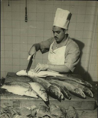 أحد الطباخين في العصر الملكي