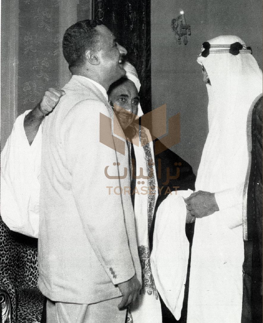 الملك سعود وجمال عبدالناصر وبينهما الإمام أحمد حاكم اليمن
